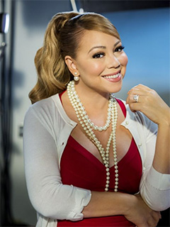 "Mariah Carey carries ""A Christmas Melody"""