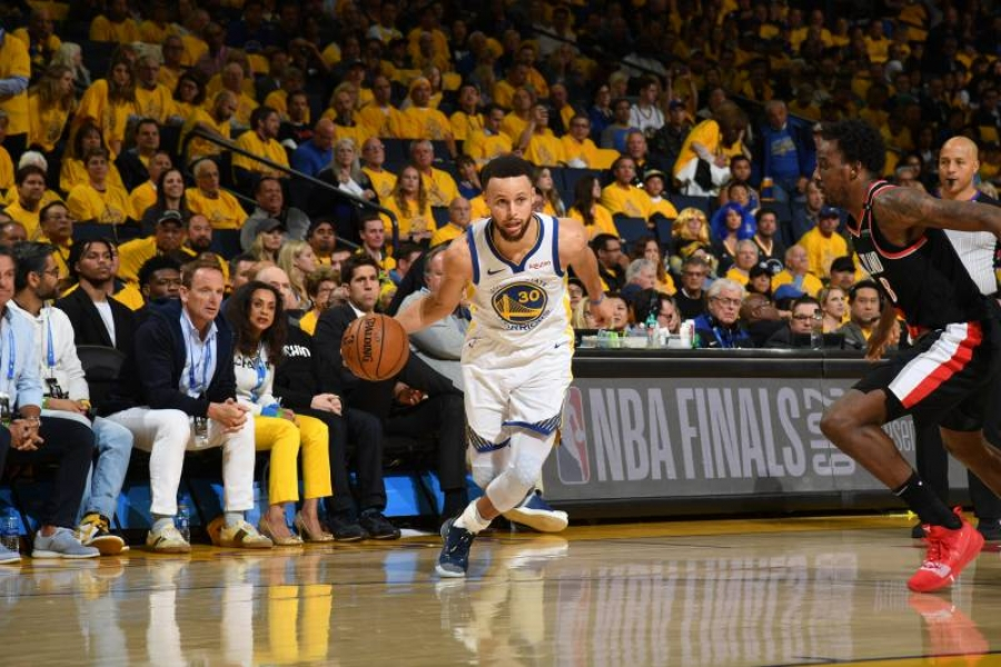 Stephen Curry Erupts, Warriors Win Game 1 vs. Damian Lillard, Trail Blazers