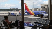 Southwest to reopen middle seats, calls COVID-19 risk on planes 'virtually nonexistent'