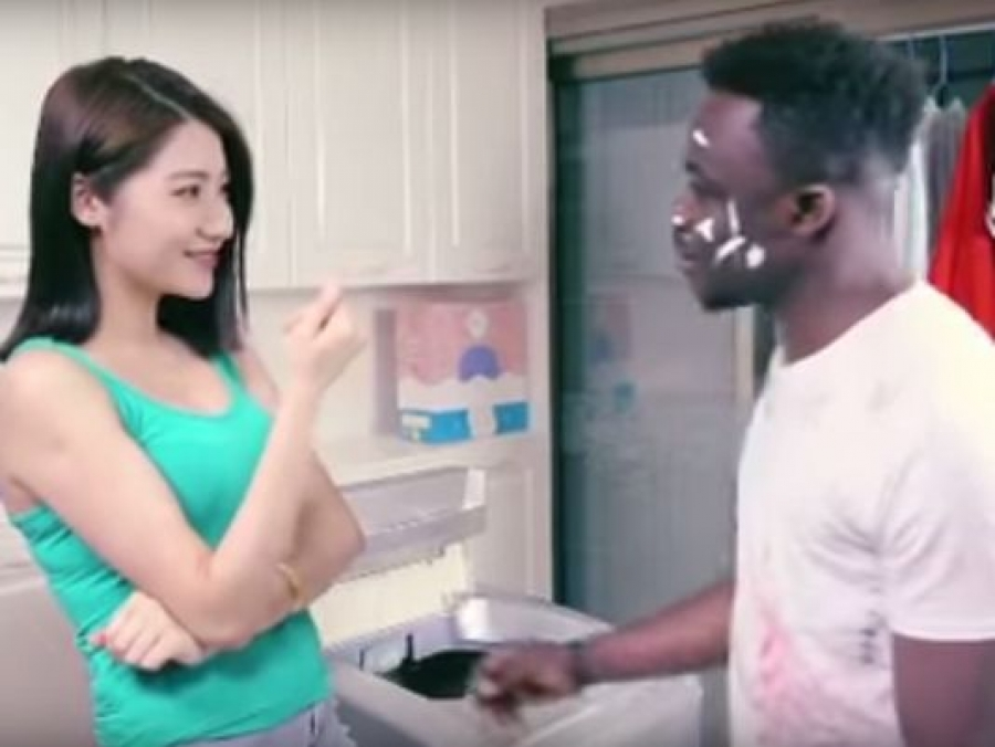 This Chinese ad campaign for washing detergent brand Qiaobi draws flak.(Photo: Qiaobi)