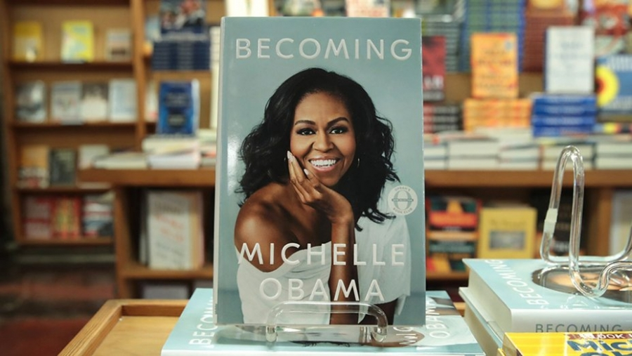 Michelle Obama's 'Becoming' Sells More Than 725,000 Copies in First Day