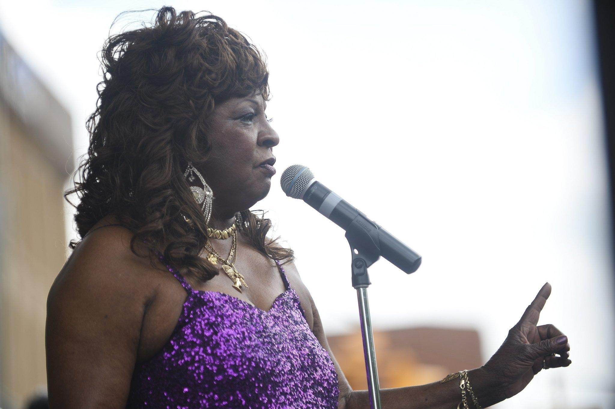Motown legend Martha Reeves tells crowd, 'We didn't twerk, OK?'