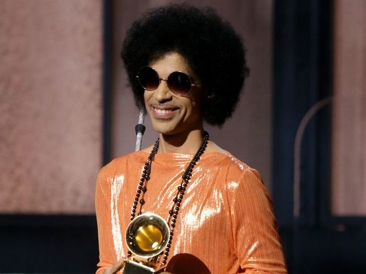 Prince briefly hospitalized with flu after emergency landing
