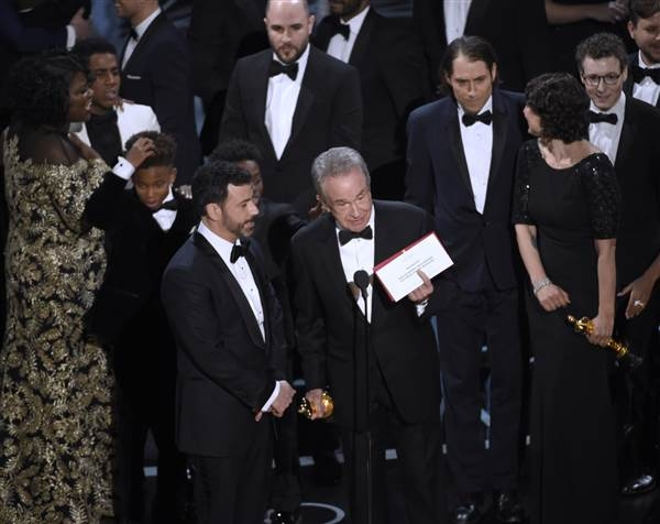Oscars Screwup Give's 'Moonlight's' Best Picture Award to 'La La Land'
