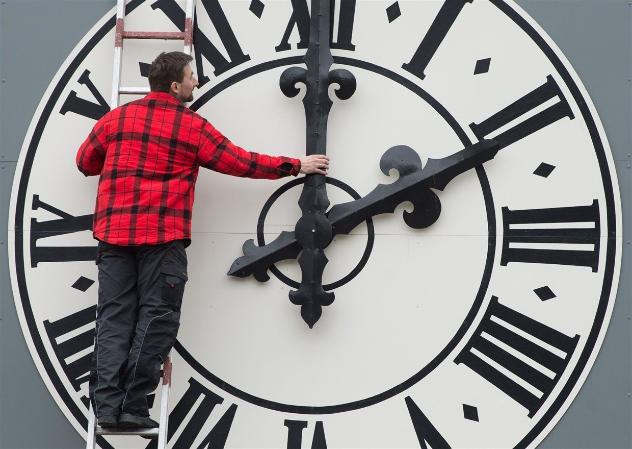 Daylight saving time: 4 surprising health effects of 'falling back'
