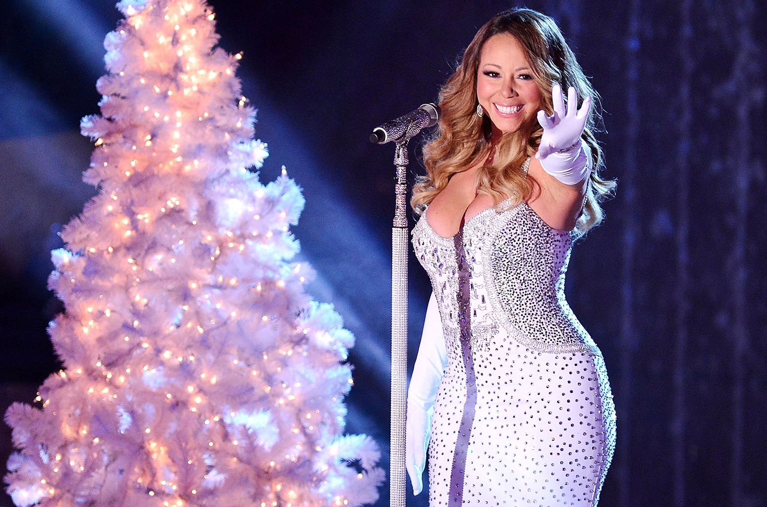 Mariah Carey FaceTimes With Fan Who Used Her Music in Viral Christmas Display