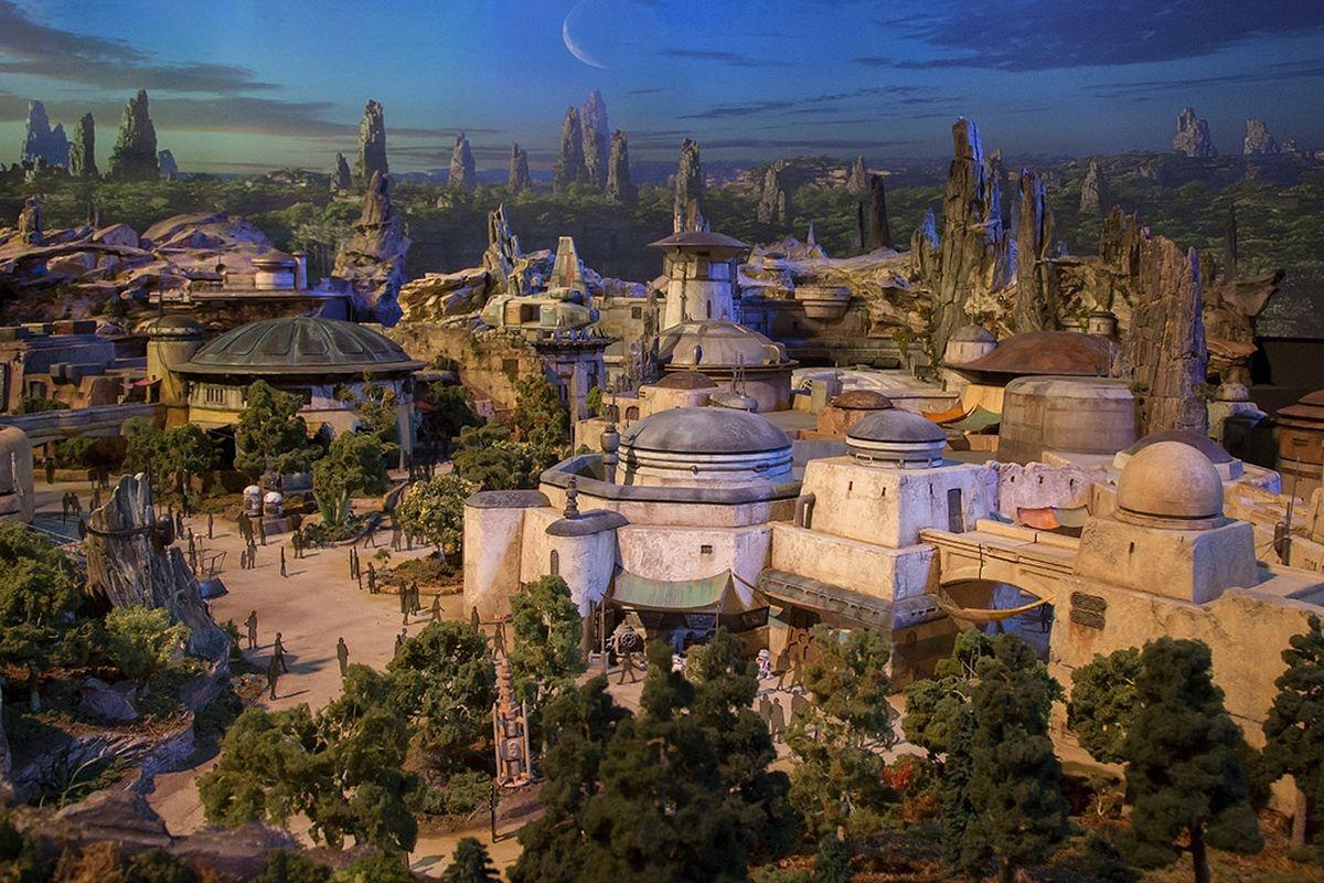 Disneyland Will Offer 4-hour Reservations for Visiting Star Wars Land