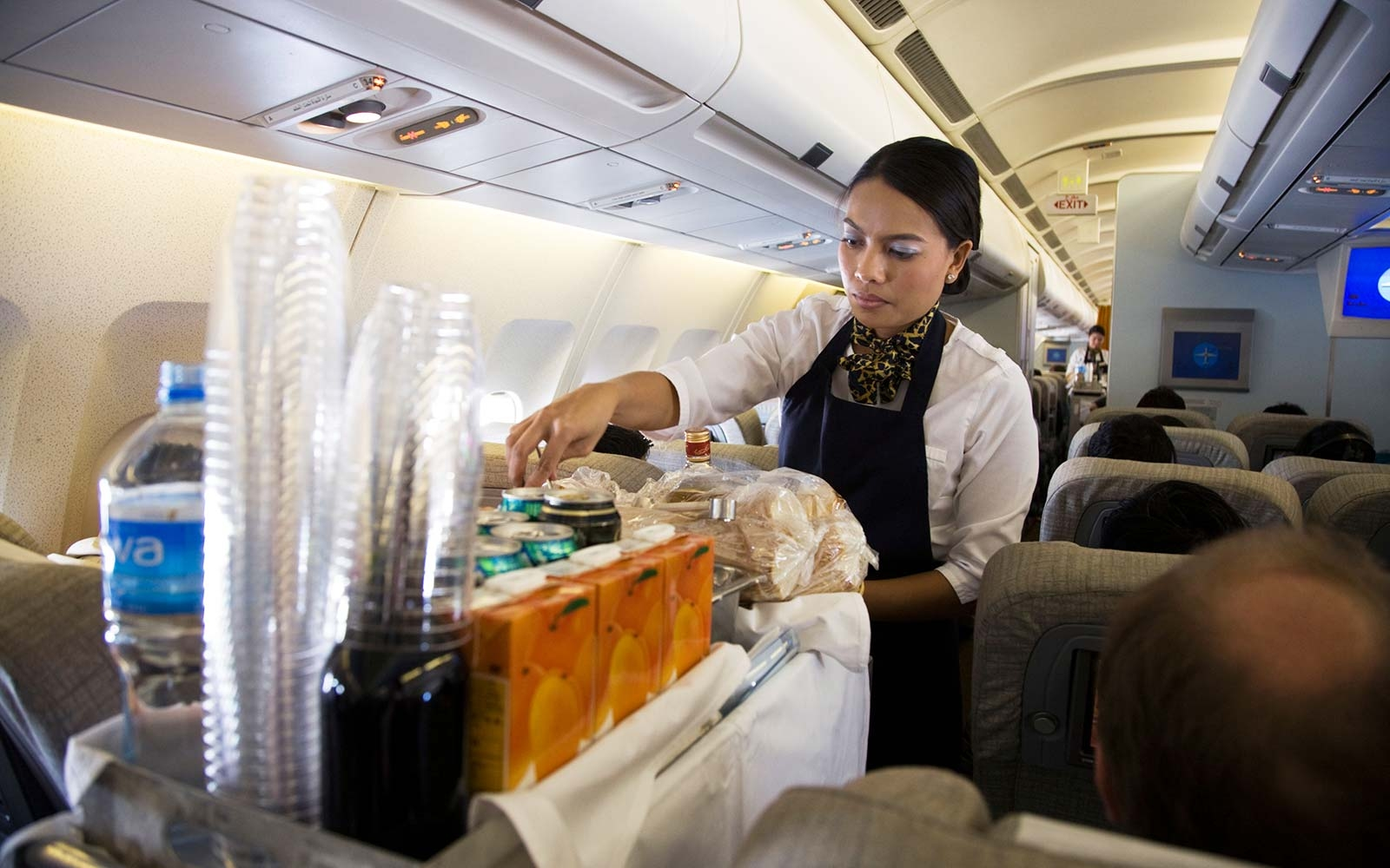 This Is the Best Drink to Order on the Airplane