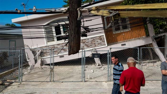 6.4 magnitude earthquake strikes Puerto Rico, killing at least 1 person and knocking out island's power