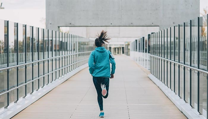 Coronavirus: Should You Wear a Face Mask When You Run? Here's What a Doctor Says