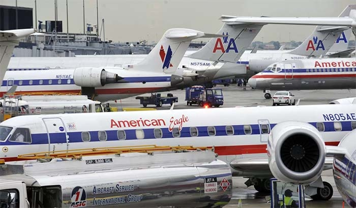 American Airlines booking flights to full capacity, ending social distancing