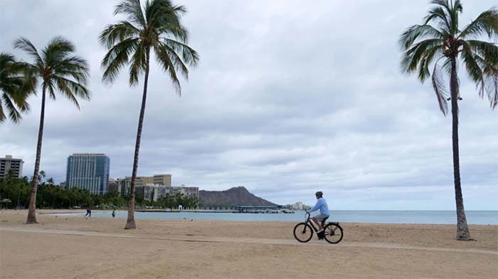 Hawaii Closes Beaches, Parks in Honolulu Amid Rising COVID-19 Cases
